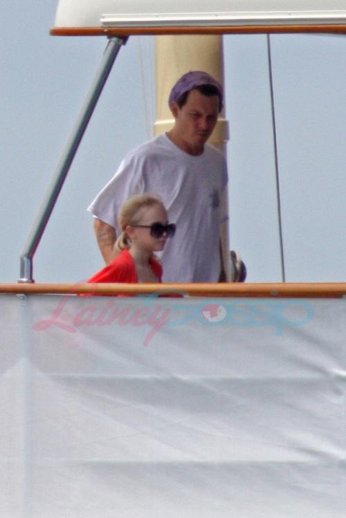 depp-yacht-2-22apr09