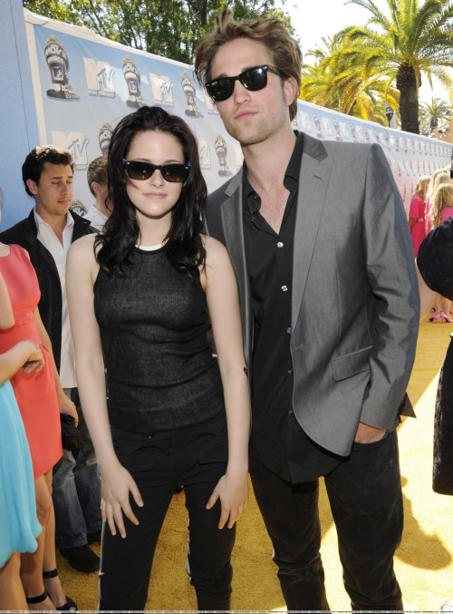 MTV-Awards-twilight-series-1452519-1890-2560