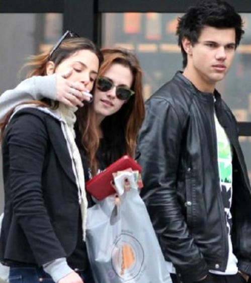 kristen-stewart-and-nikki-reed-out-again