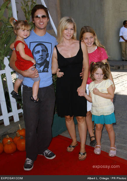 Peter Facinelli with daughter Fiona, Jennie Garth and daughters Lola and Luca